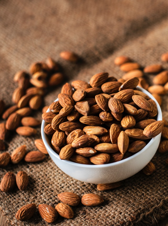 Almond nuts on a keto diet