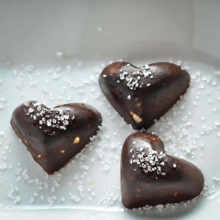 Keto chocolate hearts with macadamia & sea salt