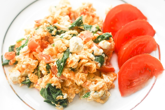 Scrambled Eggs With Spinach, Tomato And Feta