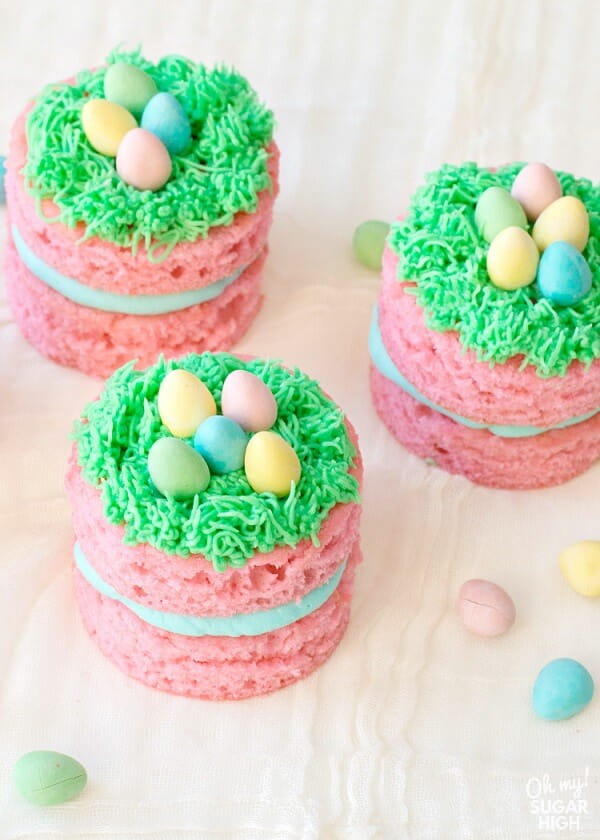 Mini Easter Cakes With Chocolate Eggs