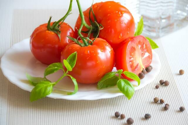 Tomatoes foods for clearer skin