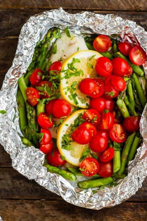 Garlic Baked Tilapia in Foil with Asparagus and Tomatoes
